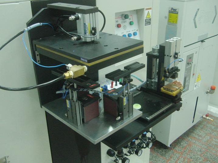 (7)旋转机构:气压缸配合尺条及齿轮图片